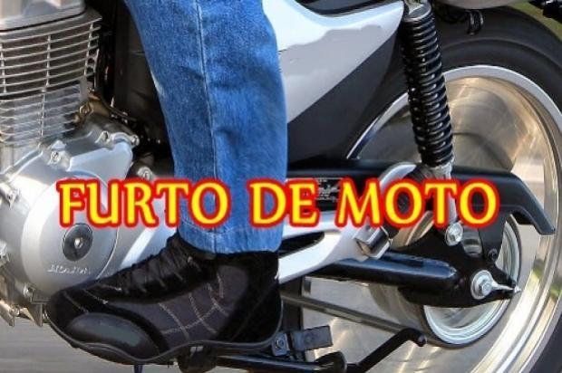 Uma motocicleta foi furtada em frente ao Banco do Brasil em Mariluz nesta segunda-feira, 22
