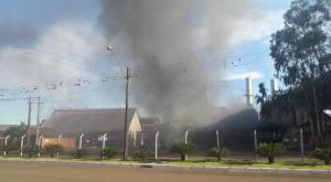 Caldeira explode e dá início a incêndio na Cocamar em Maringá