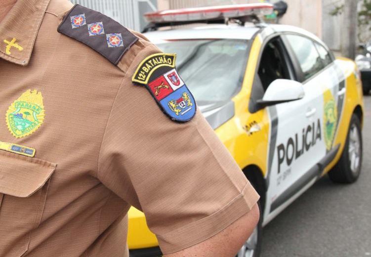 Polícia Militar realiza abordagem em residência e encontra motocicleta furtada