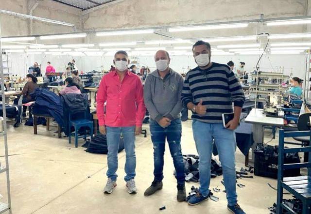 Chefe de Gabinete e Secretário Municipal de Planejamento visitaram instalações da Facção de Jeans New Life