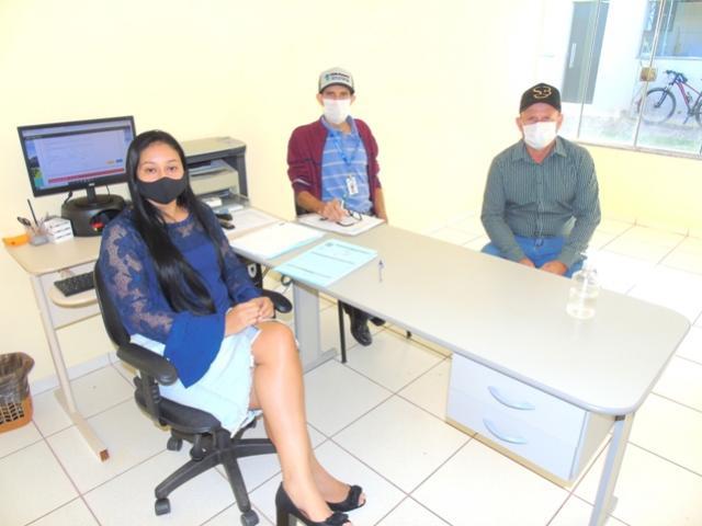 Servidora Municipal de Mariluz recebe visita do Secretário de Agricultura de Icaraíma