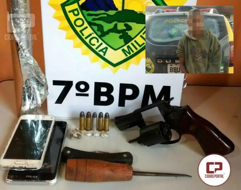 Polícia Militar da 2ª CIA/7º BPM durante mandado de busca apreende armas e drogas em Mariluz