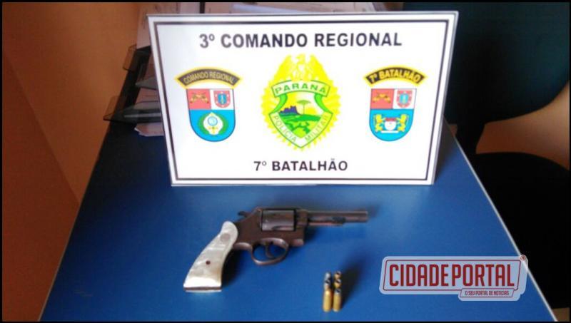 Polícia Militar de Mariluz prende uma pessoa por desobediência, falsa identidade e porte ilegal de arma de fogo