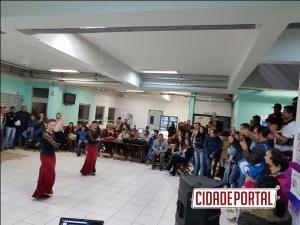O grupo Arte Flamenca fez apresentações culturais em eventos em Umuarama