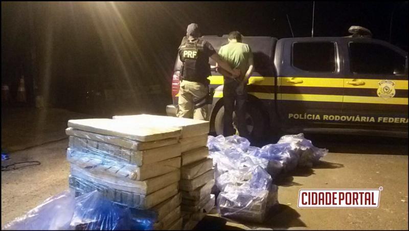 PRF apreende 466 quilos de maconha em cabine de carreta no noroeste do Paraná