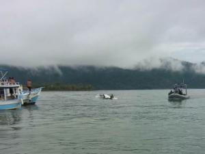 Avião pequeno cai no mar em Paraty; bombeiros confirmam 3 mortos