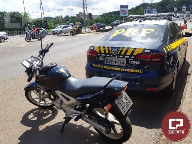 PRF recupera motocicleta na Ponte Internacional da Amizade em Foz do Iguaçu/PR