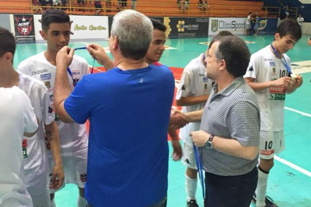 Futsal Masculino Mourãoense comemora o Tri-Paranaense no Sub-17