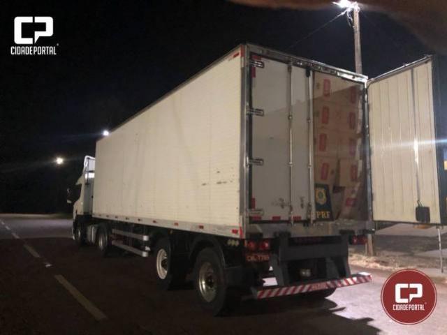 PRF apreende caminhão carregado com cigarros com carga avaliada próximo a 1 milhão de reais