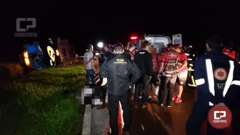 Ônibus que transportava o time de jogadores da ACMF de Campo Mourão tomba na BR 487
