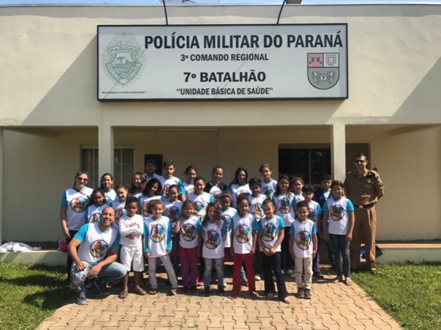 7º BPM da Polícia Militar de Cruzeiro do Oeste recebe visita de alunos de projeto municipal de tapejara