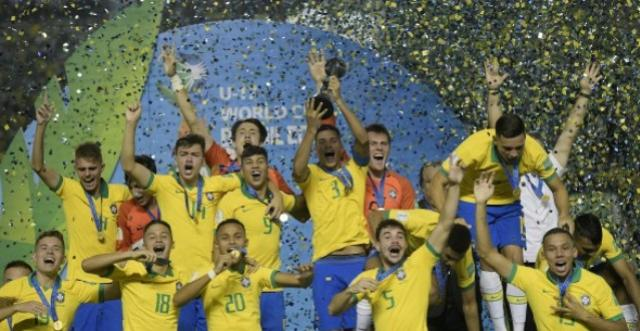 Seleção sub-17 vence o México de virada e conquista a copa do mundo