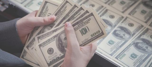 Dólar tem ajuste após duas altas e cai ante real