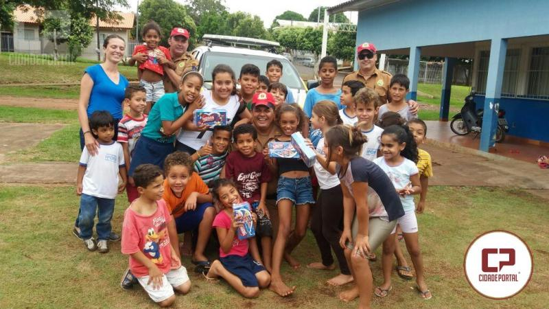 Ação da PRE distribui chocolates em instituições na cidade de Iporã