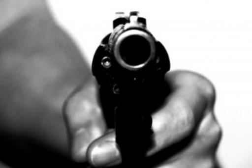 Dois assaltantes encapuzados e armados arrombam residência rende moradores e praticam roubo em Moreira Sales