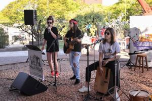 Sarau teve artes plásticas, teatro,  música e artesanato no Centro Cultural de Umuarama