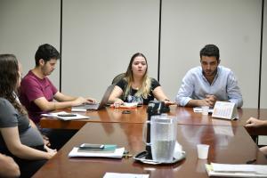 Prefeitura de Umuarama reúne empresas de caçambas para discutir funcionamento do serviço
