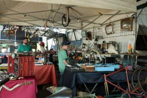 Encontro de carros antigos atraiu  visitantes da cidade de Umuarama e região