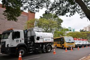 Município de Umuarama adquire ônibus escolar e varredeira mecânica para atender demandas