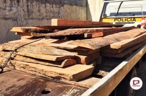 Polícia Ambiental de Umuarama realiza doação de madeiras nativas apreendidas para Apae de Umuarama