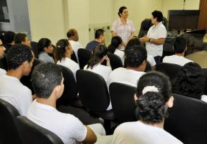 Alunos da Apae visitam a Câmara - entidade dispõe de alunos a ocuparem vagas no marcado de trabalho