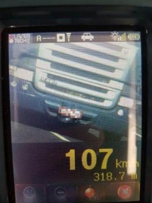 Motorista é flagrado à 160km/h durante fiscalização da Polícia Rodoviária no trechoCeasa ao trevo Cataratas
