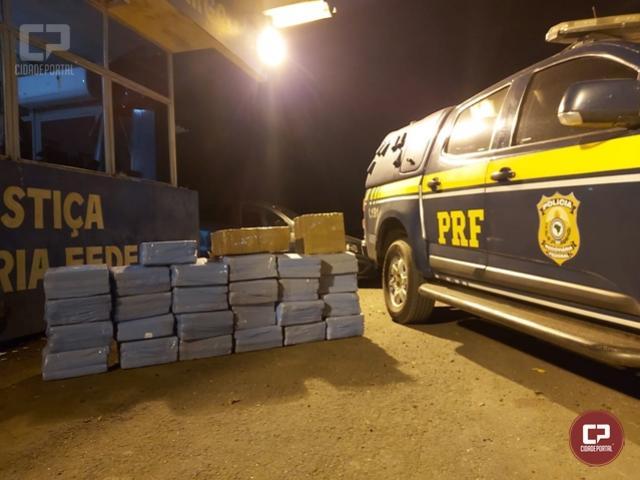 PRF apreende 308 quilos de maconha e recupera carro roubado em Alto Paraíso