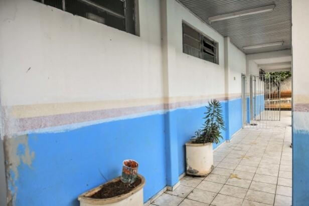 Empresa vai ressarcir escola que teve televisor furtado nesta semana