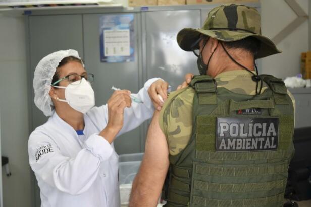 Secretaria de Saúde inicia vacinação dos agentes de segurança