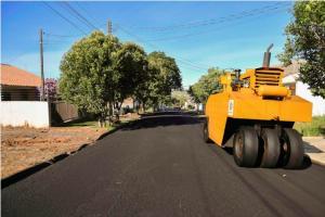 Prefeitura está realizando reperfilamento a todas as ruas do Jardim Imperial de Umuarama