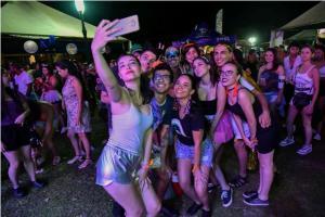Milhares festejaram carnaval no Lago Aratimbó e centro de Umuarama
