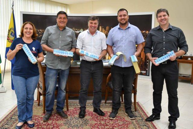 Secretaria de Educação recebe ingressos para alunos visitarem Expo Umuarama