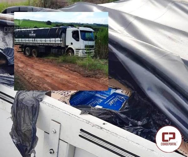 Polícia Militar apreende caminhão com 400 caixa de cigarros contrabandeados