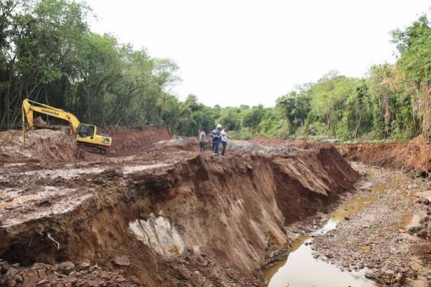 Chuva afeta obras de implantação do canal aberto no Bosque dos Xetá em Umuarama