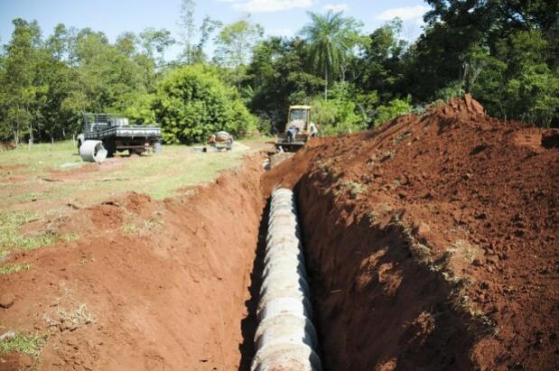 Prefeitura de Umuarama implanta galerias pluviais e prepara mais uma pavimentação em Lovat