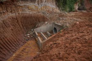 Erosão da Rua José Dias Lopes nos fundos do Clube Português em Umuarama foi eliminada