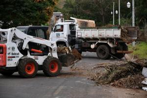Lixo continua sendo jogado em locais impróprios em Umuarama