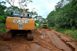 Equipe de Serviços Rodoviários retoma recuperação de estradas em Umuarama