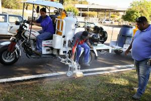 Pintura de meio-fio passa a ser feita com veículo especializado em Umuarama