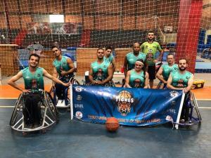 Basquete em cadeira de rodas de Umuarama comemora título