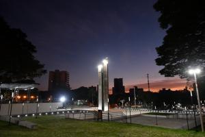 Prefeitura de Umuarama notifica empresa para reparos em postes ornamentais da Praça Santos Dumont