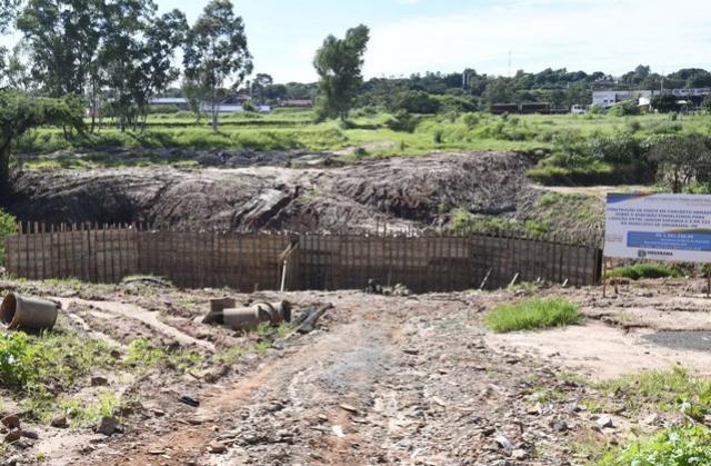 Chuvas do final do ano não atrasam construção da ponte no Jardim Espanha em Umuarama