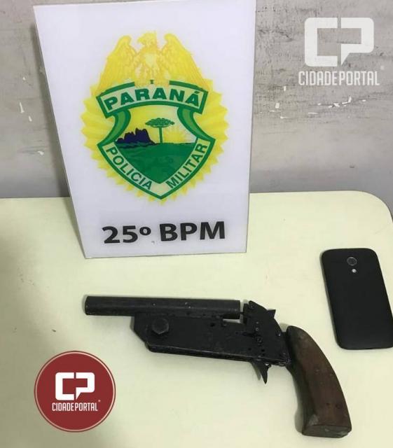 Arma de fabricação caseira foi apreenda pela Polícia Militar de Umuarama no Sonho Meu II