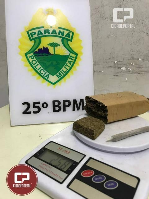 Equipes da Polícia Militar de Umuarama prendem homem por tráfico de drogas no Jardim Petrópolis