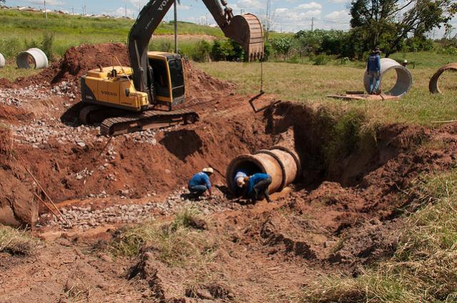 Prefeitura concentra esforços para recuperar galerias pluviais em Umuarama
