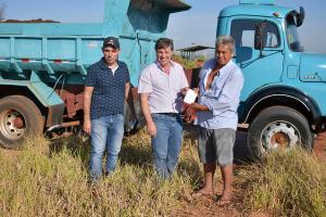 Prefeitura distribui insumos para pequenos agricultores em Umuarama