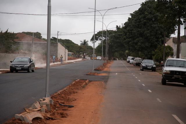 Avenida Gralha Azul recebe pavimentação e iluminação