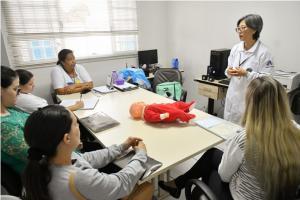 Mães recebem orientação sobre desengasgo de crianças nas unidades de saúde em Umuarama