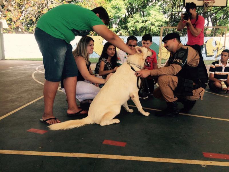 Polícia Militar de Umuarama com o Centro da Juventude e Secretária de Esporte e Lazer realiza Recreações com Crianças