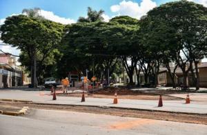 Confluência de ruas e avenida com a Parigot de Souza recebe melhorias